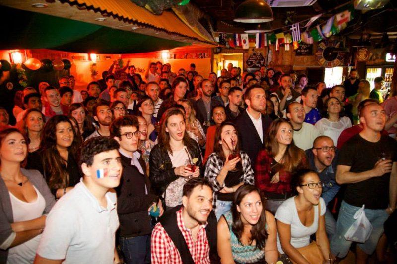 Café d'oz à paris avec supporters de foot