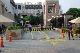l'entrée du Serena Hotel à Islamabad