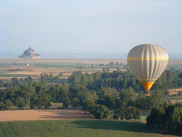 vol en montgolfiere au mont Saint Michel