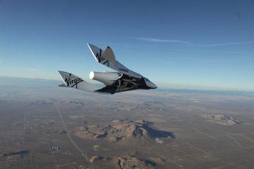 Vol du vaisseau SpaceShipTwo au-dessus du désert du Mojave (Photo : Virgin Galactic)