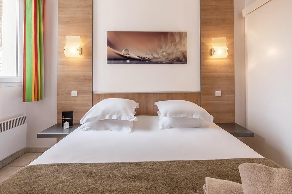 Une des nombreuses chambres dans la résidence Natureva & Spa