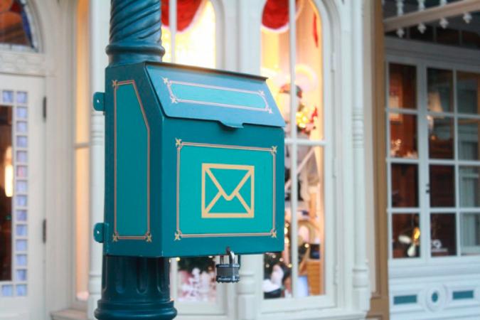 Une vrai boîte aux lettres dans le Main Street à Disneyland Paris