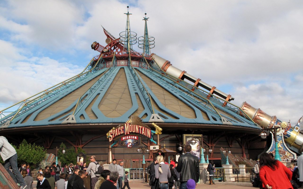 Attraction le Space Mountain à Disneyland Paris