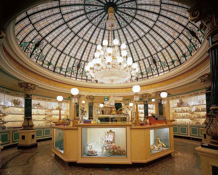 L'imposante coupole de la boutique Harringston's de Disneyland Paris
