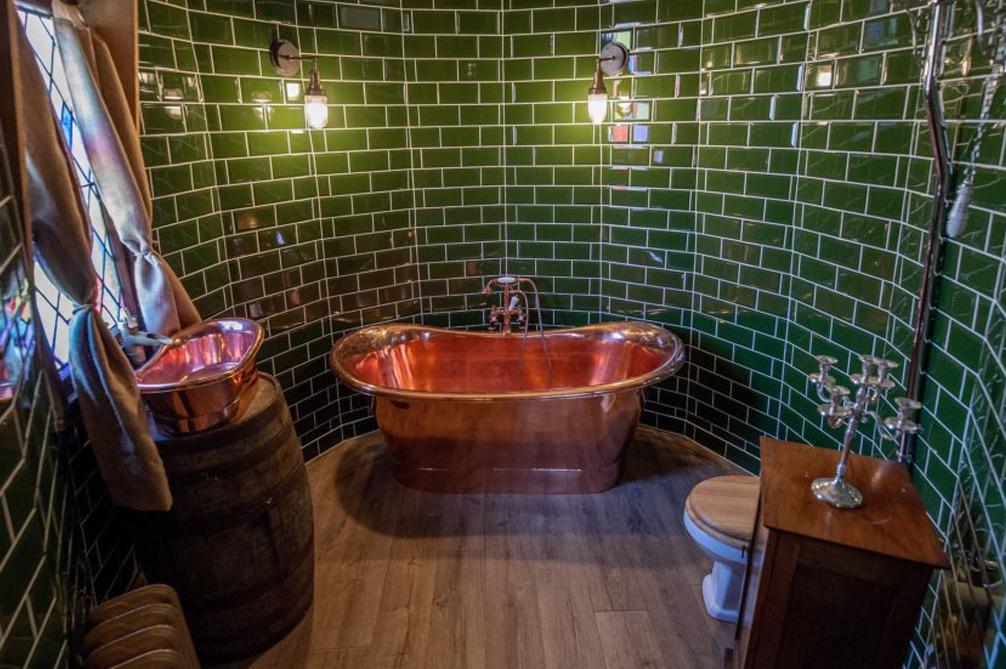 Salle d'eau revisitée atypique et élégant de la cabane d'Hagrid