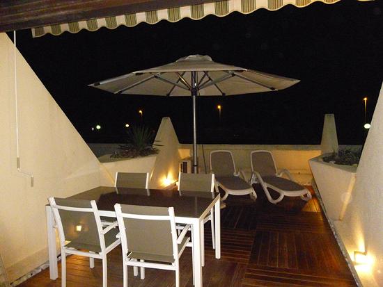 Terrasse de l'appartement l'Héliopolis du village naturiste