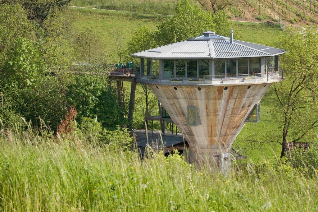Un ancien silo de mineraie de fer relooké en chambre d'hôtes à Herznach