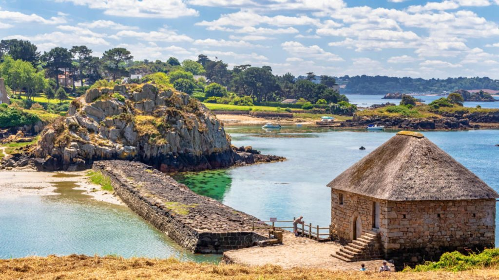 L'île aux fleurs et ses eaux paradisiaques