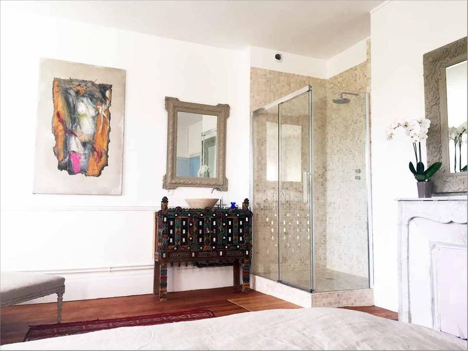 Chambre rose de la Maison bleue de Claude Monet
