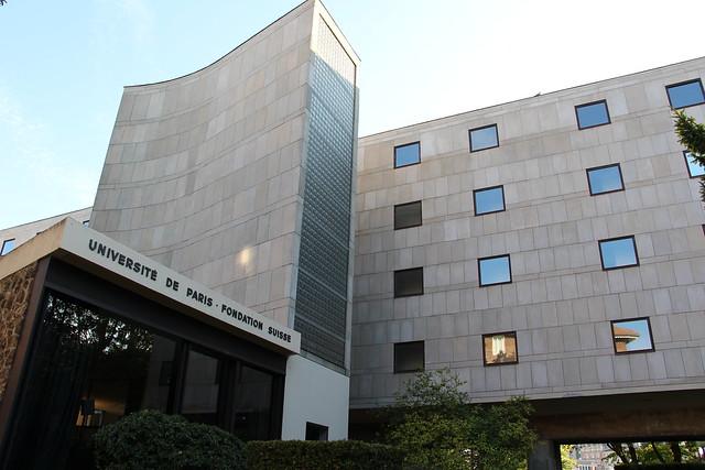 La fondation est une résidence universitaire très épurée tant dans ses formes que ses couleurs