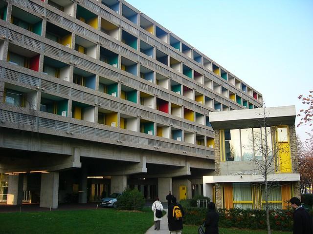 La Maison du Brésil à Paris avec sa façade polychrome et ses lignes régulières