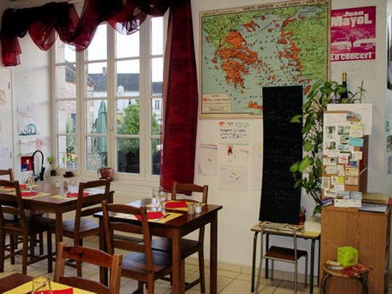 L'intérieur très scolaire du restaurant