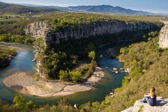 Le cirque des gens dans les gorges de l'Ardèche