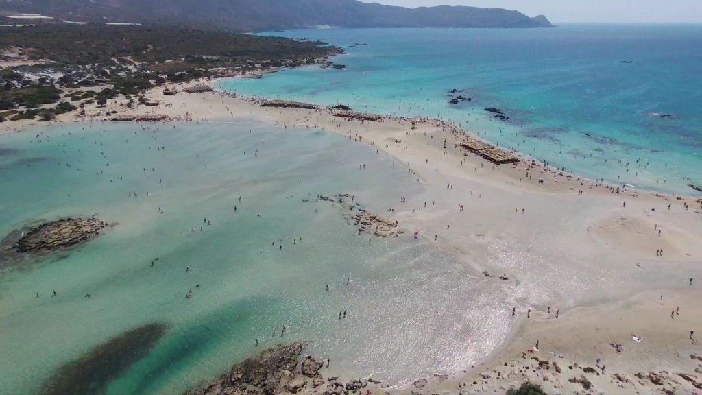 plage d'Elafonissi en Crète par drone