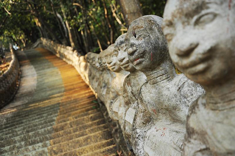 escalier Phnom Santuk au cambodge