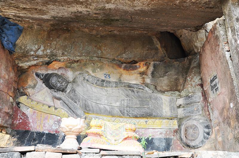 bouddha couché Phnom Santuk au cambodge