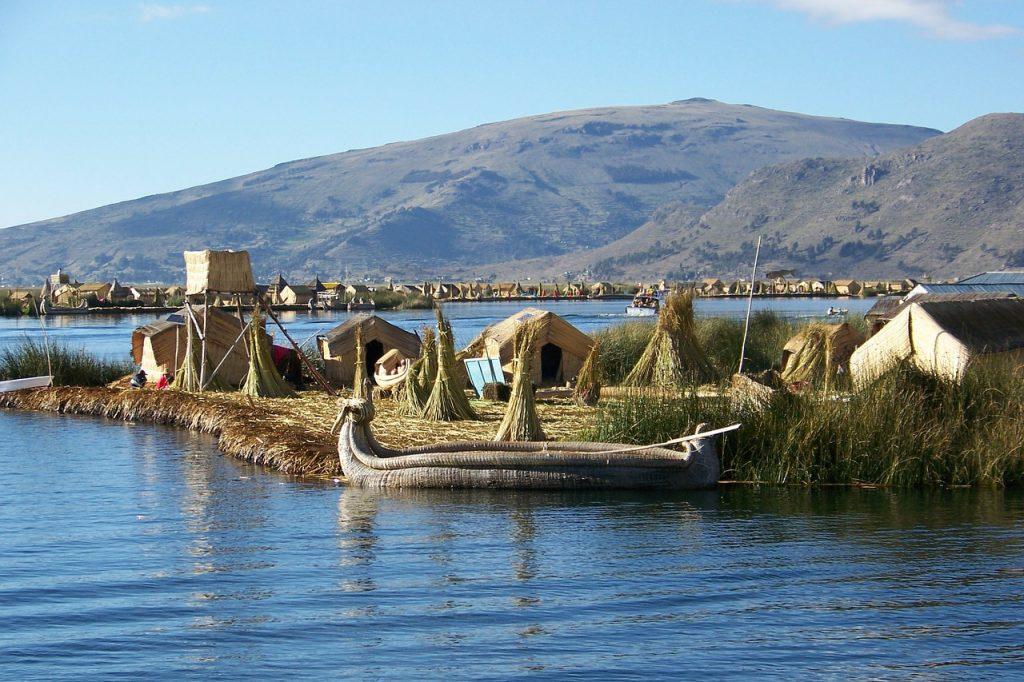 villages flottant de lac Titicaca cité d'or