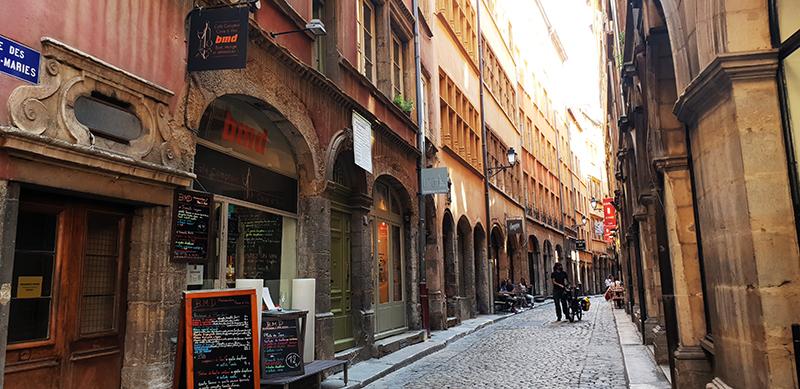 vieux lyon rue des trois marie