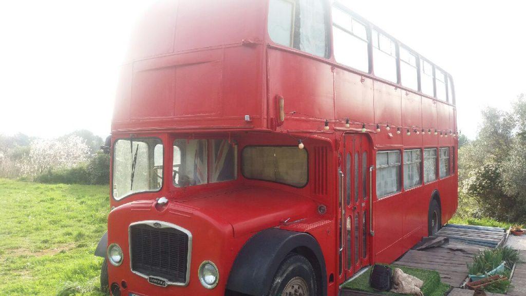 dormir dans un bus anglais dans le var