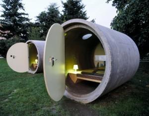 Hôtel Insolite: dormir dans un tube de béton en Autriche